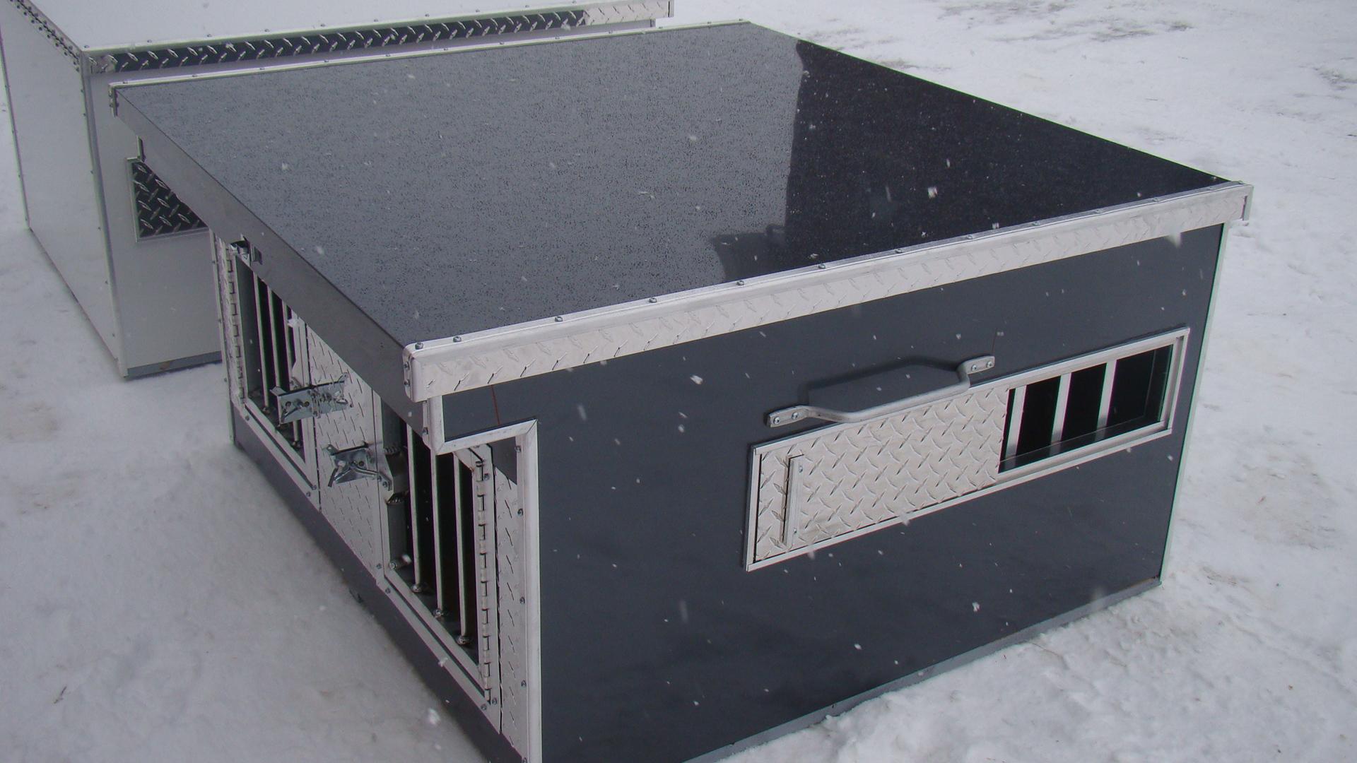 Black Diamond Plate Dog Box